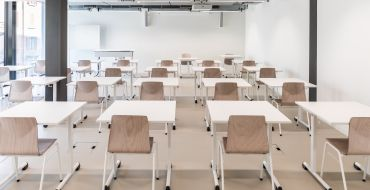 Schlicht und elegant gehaltene Unterrichtsräume sind vielseitig nutzbar