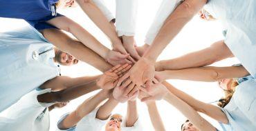 Arbeiten ohne Chefs? Selbstorganisierte Teams in der Pflege machen es vor