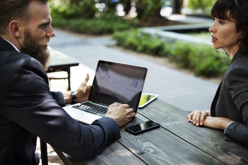 Kommunikation unter Mitarbeitenden und Kollegen