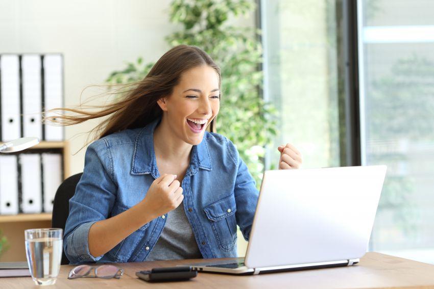 Mit der Welt verbunden: Auch dank Onlinesprachkursen lassen sich Lernerfolge verbuchen und die besonderen Eigenheiten eines Ziellandes ergründen.