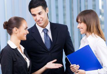 : Die neue Mitarbeiterin will gut eingeführt werden. In Zeiten von Homeoffice keine leichte Aufgabe für die Verantwortlichen in einem Unternehmen.